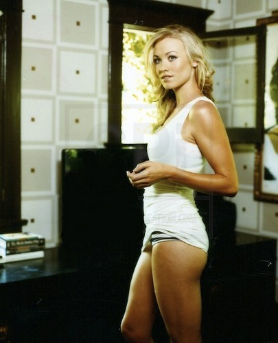 Yvonne Strahovski Hintergrund possibly with a leotard, tights, and a strumpf titled yvonne