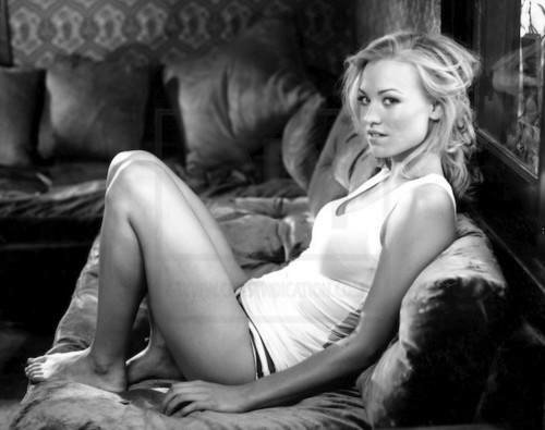 Yvonne Strahovski wallpaper with a couch, a living room, and a drawing room called yvonne