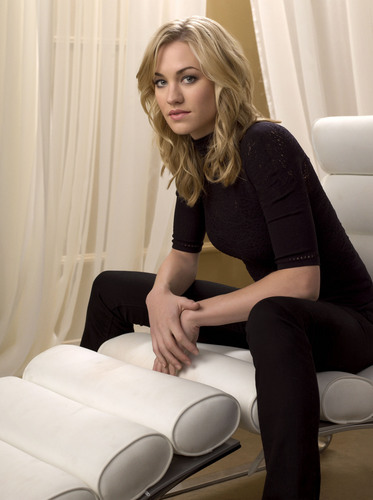 Yvonne Strahovski wallpaper with a living room called yvonne
