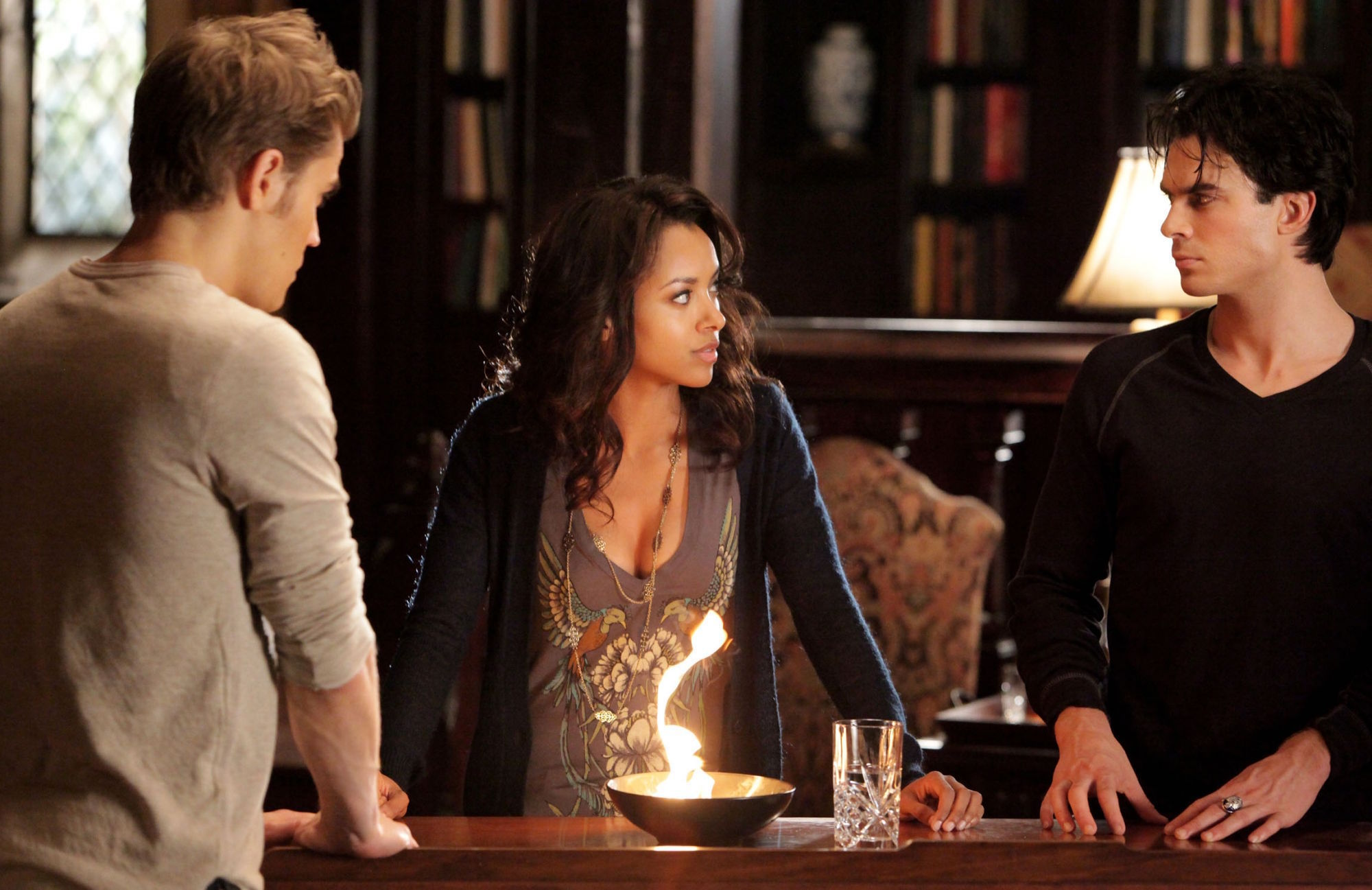 http://images4.fanpop.com/image/photos/16900000/2-10-The-Sacrifice-the-vampire-diaries-16900264-2000-1297.jpg