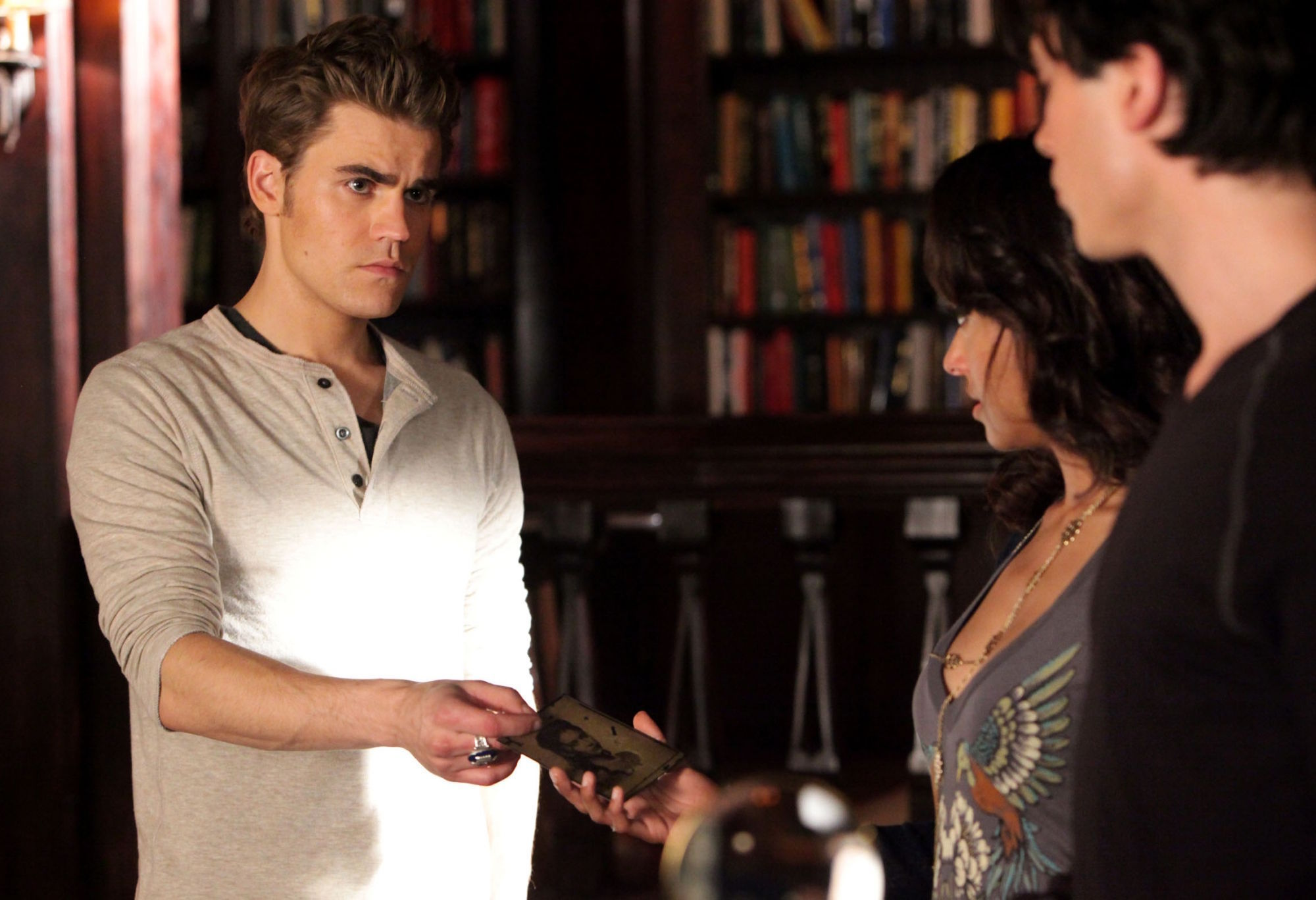 http://images4.fanpop.com/image/photos/16900000/2-10-The-Sacrifice-the-vampire-diaries-16900271-2000-1368.jpg