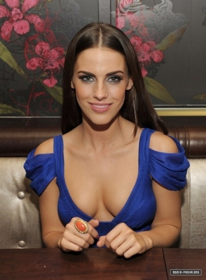 90210 images 2010-11-13 jessica lowndes celebrates 22nd birthday圖片