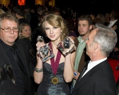 58th Annual BMI Country 음악 Awards (New Pics)