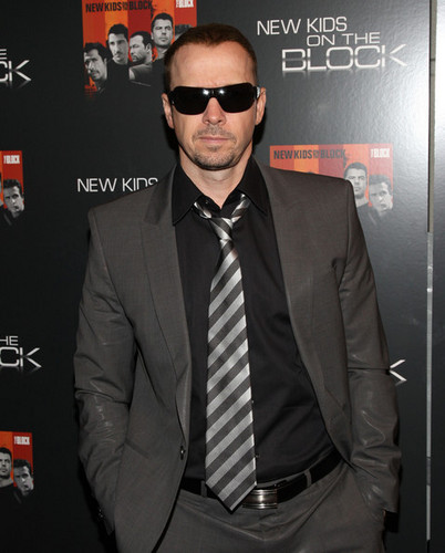 Donnie Wahlberg वॉलपेपर with a business suit, a suit, and a three piece suit called Donnie Wahlberg
