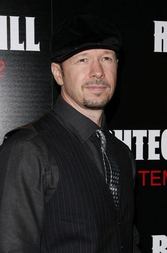 Donnie Wahlberg Обои with a business suit called Donnie Wahlberg