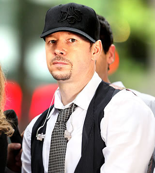 Donnie Wahlberg वॉलपेपर possibly with a business suit entitled Donnie Wahlberg