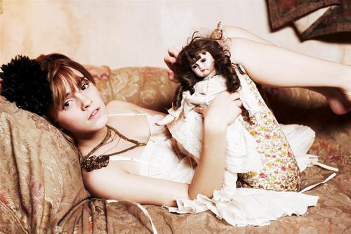 Emma Watson - Photoshoot #050: Ellen von Unwerth (2009)