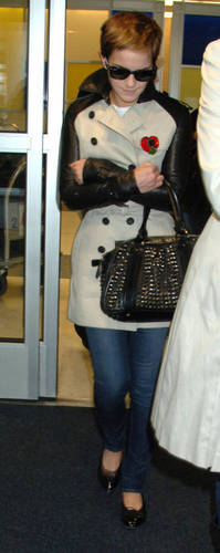 Emma arrived at KFC airport in NYC