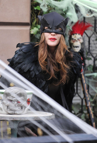 Liv Tyler achtergrond entitled Happy Halloween!