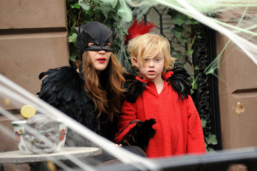 Liv Tyler achtergrond called Happy Halloween!