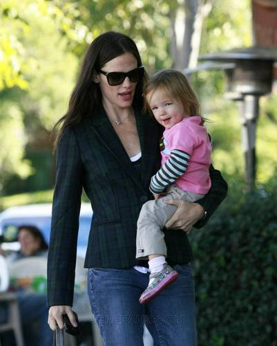 Jen And Seraphina Go Out To Breakfast!