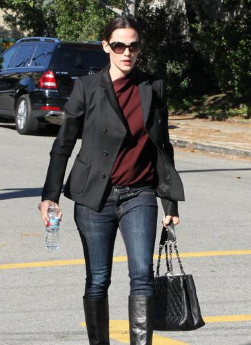 Jen Running Errands in Beverly Hills 11/9/10