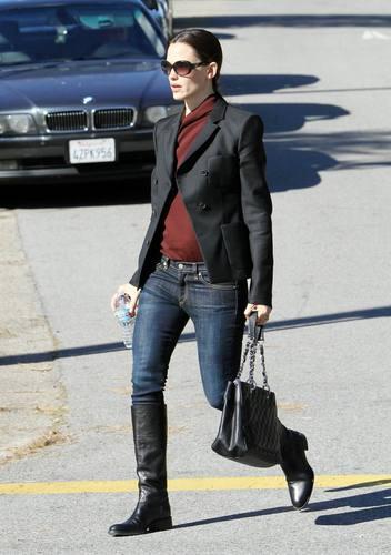 Jen Running Errands in Beverly Hills 11/9/10