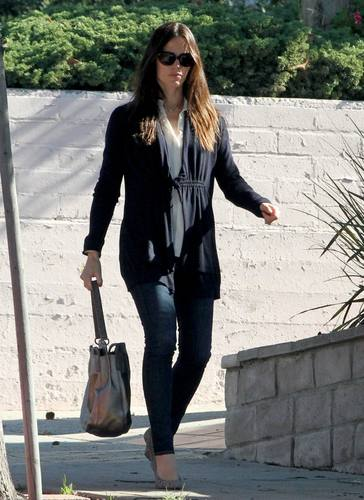 Jen out and about in Venice, CA 11/15/10