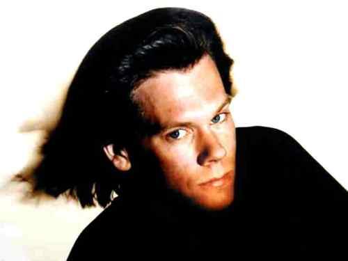 Kevin 베이컨 long hair
