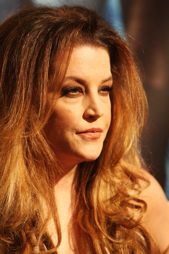 Lisa Marie Presley wolpeyper containing a portrait titled Lisa Marie Presley