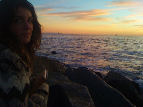 Shenae Grimes Hintergrund containing a pelz mantel entitled Location Shots: Shenae Grimes in Venice strand