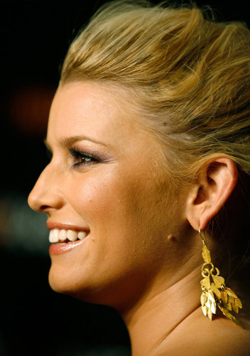 Jessica Simpson wallpaper possibly with a portrait titled Lovely Jessica Photo