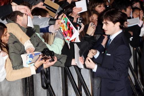 Nov11: Лондон premiere