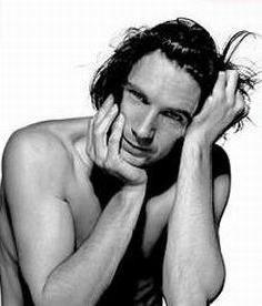 가장 핫한 남자배우 바탕화면 containing skin and a portrait titled Ralph Fiennes