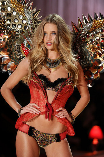 Victoria's Secret Fashion Показать 2010