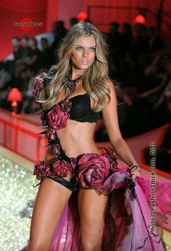 Victorias Secret 2010 Fashion Show PhotosVictorias Secret 2010 Fashion Show Photos