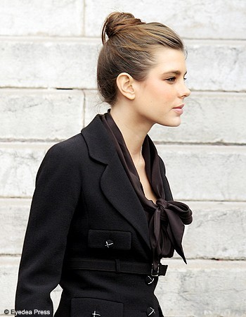 la Princesse charlotte Casiraghi fond d'écran with a business suit and a well dressed person called charlotte