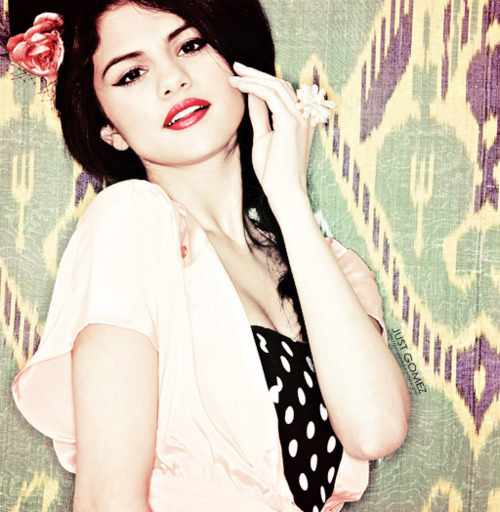 http://images4.fanpop.com/image/photos/16900000/selena-gomez-selena-gomez-and-the-scene-16960905-500-512.jpg