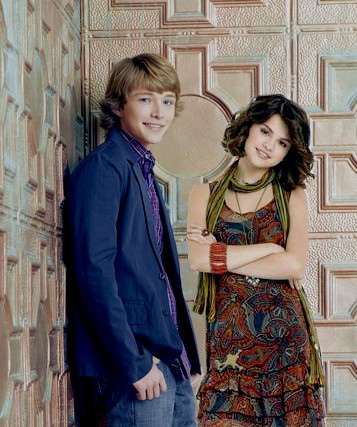 http://images4.fanpop.com/image/photos/16900000/sterling-sel-sterling-knight-16912952-357-427.jpg