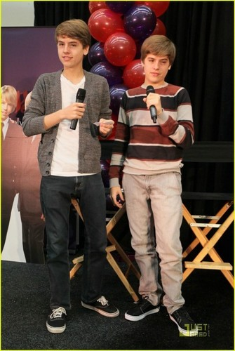 More Dylan and Cole Pics at MOM Event!!