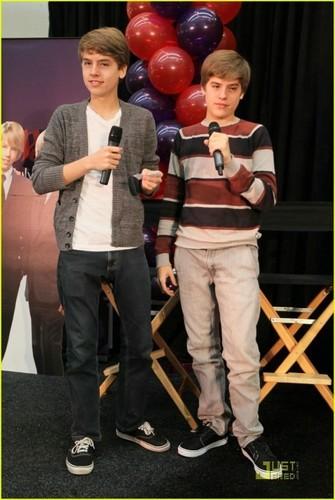 مزید Dylan and Cole Pics at MOM Event!!
