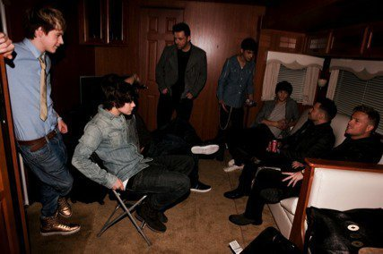 1 Direction Hanging Out Wiv Westlife In Their Trailer Backstage