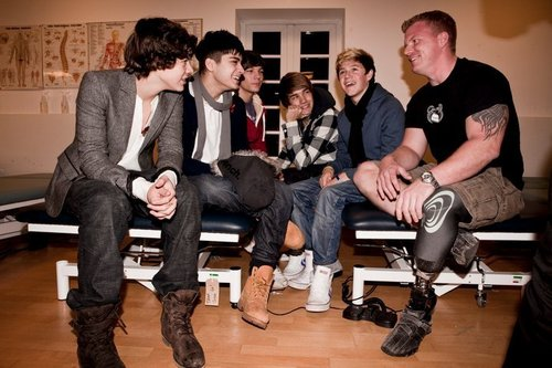 1 Direction Visiting Headley Court Military Rehabilitation Centre In Aid Of Help For heroes :) x