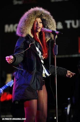 11-15 - Rihanna On MTV Seven - Rehearsal