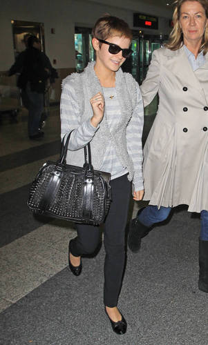 16.11.Emma arriving at the Laguardia Airport