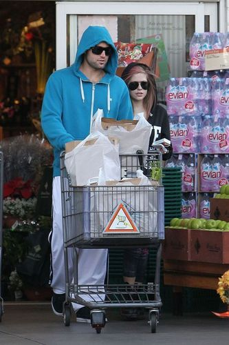 Avril Shopping With Brody In Beverly Hills 16.11.2010