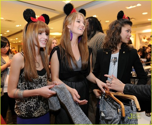 Bella Thorne,Zendaya Coleman,And Debby Ryan At The Minnie マウス ミューズ Collection At Forever 21