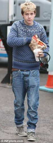 Cutie Niall Eating A McDonalds During A Break Of Rehearsals :) x