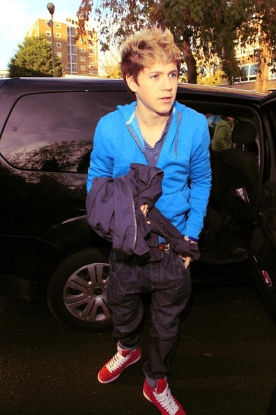 Cutie Niall Getting Out Of The Taxi :) x