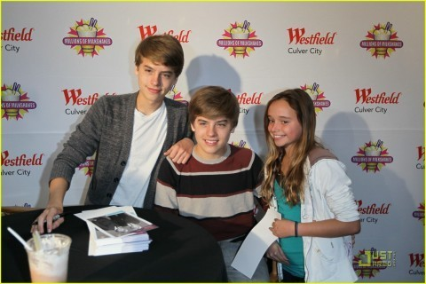 Dylan and Cole más Pics At Million Of Shakes!!