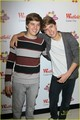 Dylan and Cole lebih Pics At Million Of Shakes!!