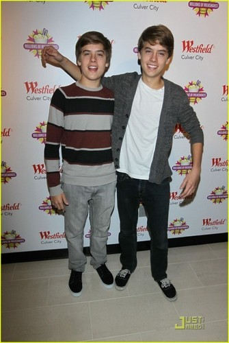Dylan and Cole madami Pics At Million Of Shakes!!