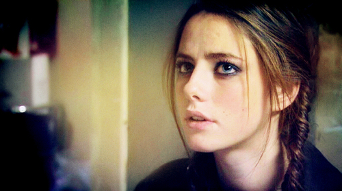 Effy Stonem দেওয়ালপত্র probably containing a portrait called Effy
