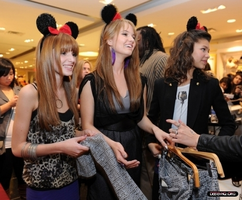 Forever 21 VIP Event With Minnie Mouse(November 16,2010)
