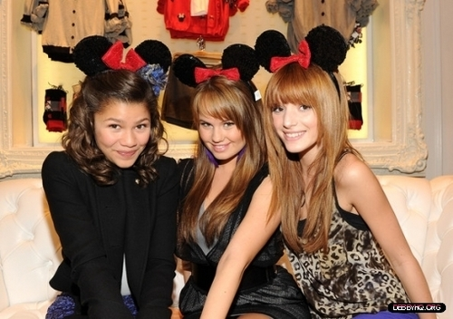 Forever 21 VIP Event With Minnie Mouse(November 16,2010) - debby-ryan Photo
