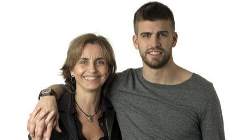 Gerard Piqué and his mother