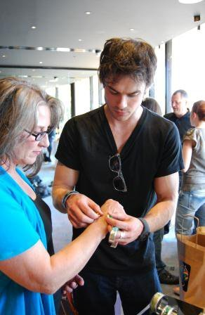 Ian Somerhalder Hintergrund called Ian and his mother Edna
