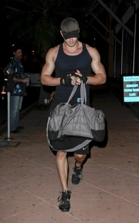 Leaving the gym in Hollywood - 15 Nov 2010