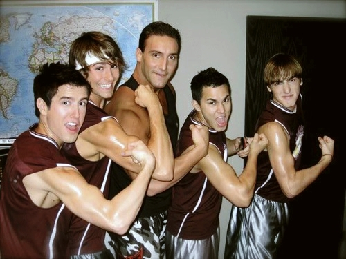 Logan Henderson 壁纸 containing skin called Logan, James, Chris Masters, Carlos, and Kendalls' muscles