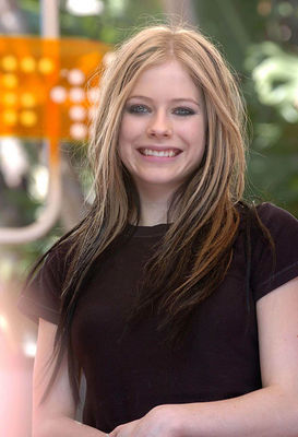 Avril Lavigne پیپر وال probably with a portrait entitled MTV TRL 2004